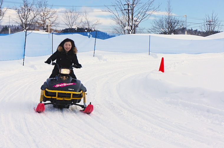 Amateurs and women can also enjoy the snowmobile ride